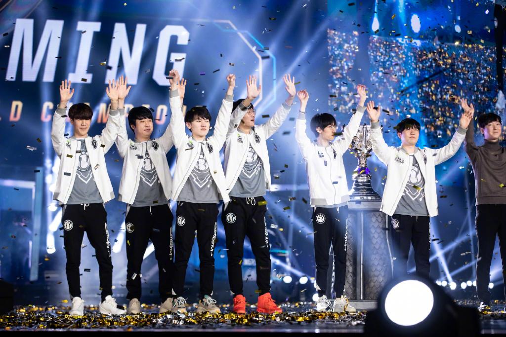 电竞战队IG全球夺冠,为我们青春正名的冠军原来是这样熬成的